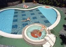 Badespaß am Flughafen in Singapur