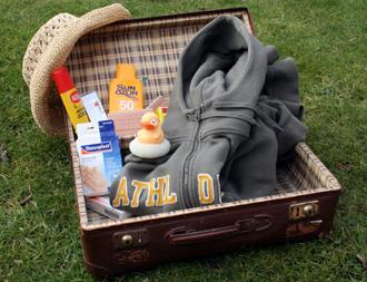 In den Koffer gehören zwingend auch die wichtigsten Bestandteile der Reiseapotheke. (Foto Karsten-Thilo Raab)