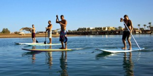 Stand Up Paddling am Roten Meer