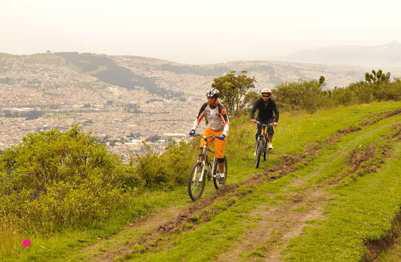 Rund um Quito können Radsportbegeisterte auf drei neuen Routen kräftig in die Pedale treten und gleichzeitig Spannendes entdecken.