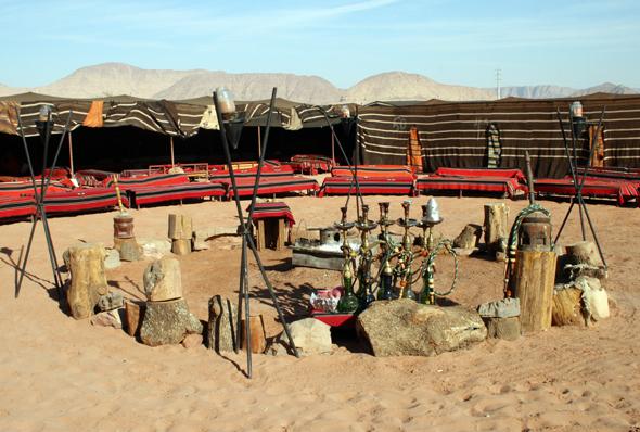 In kleinen Zeltdörfern lässt sich im Wadi Rum übernachten. (Foto: Karsten-Thilo Raab)