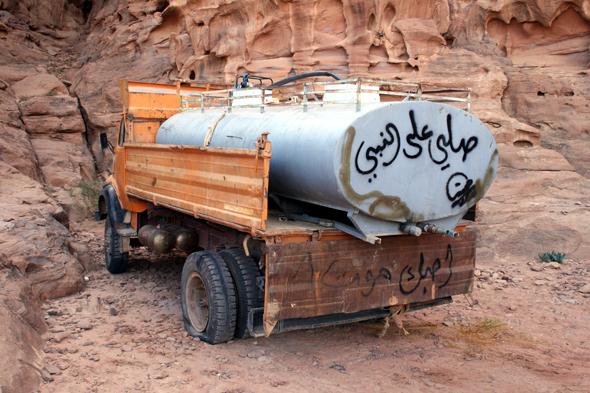 Wassercamp - wie hier in einem Wüstencamp - sind im Wadi Rum Gold wert. (Foto Karsten-Thilo Raab)