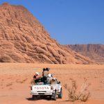 Unterwegs im Wüstenwunderland Wadi Rum – Sandlamm im Beduinenzelt