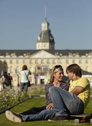 Karlsruhe ist eine Stadt mit vielen Gesichtern, in der Kulturliebhaber, Shoppingbegeisterte und Aktivurlauber gleichermaßen auf ihre Kosten kommen. Foto: djd/Karlsruher Messe- und Kongress-GmbH Geschäftsbereich Tourismus