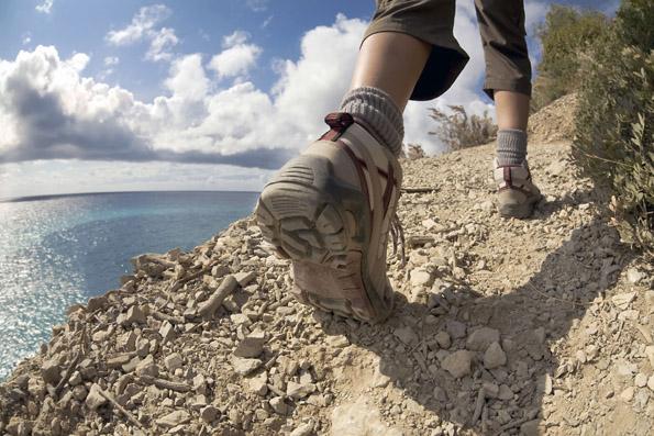 Wandern hat an der Küste und auf Inseln seinen eigenen Reiz. Foto: djd/Seepark Sellin