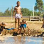 Kurioses im Outback: Schlammschnorcheln und Ziegenrennen