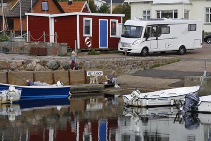 Die Westküste besticht durch romantische kleine Häfen und Dörfer. (Copyright Udo Haafke)