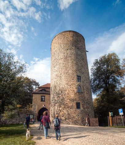 Ein Höhepunkt auf dem Burgenwanderweg im brandenburgischen Fläming: der Bergfried von Burg Rabenstein in Raben. (Foto:  Jürgen Racholl)