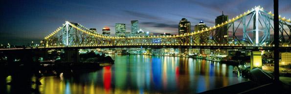 Beeindruckendes Brückenpanorama in Brisbane: Die Story Bridge.