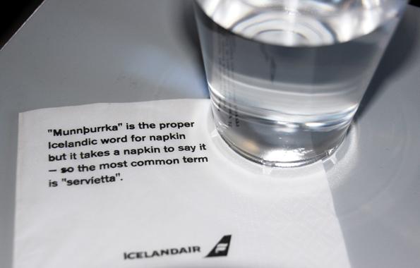 Isländische lernen wie im Flug: Lektionen auf Becher und Serviette. (Copyright Karsten-Thilo Raab)