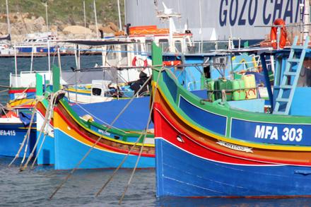 Luzzu-Boote im Hafen von Mgarr auf Gozo. (Copyright Karsten-Thilo Raab)