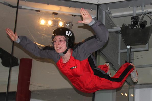 Beim Indoor-Skydiving in Bottrop kann ein jeder frei wie ein Vogel durch die Lüfte schweben – getragen von einem Luftstrom mit bis zu 280 Stundenkilometern. (Copyright: Karsten-Thilo Raab)