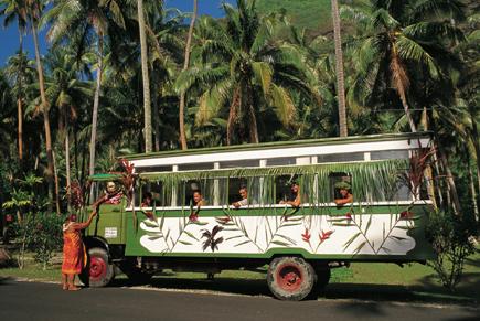 So faszinierend wie das Inselleben selber: Busfahrt auf Tahiti. (Foto: Alain Nyssen)