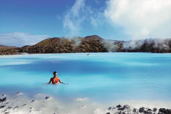 Ein Bad in der berühmten Blauen Lagune ist fast schon Pflicht für jeden Island-Urlauber. (Foto: Icelandair)