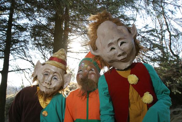 So oder so ähnlich sollen die Elfen aussehen, die im Hellisgerđi Park von Hafnarfjörður ihr Unwesen treiben.