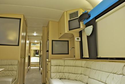 Durchaus komfortabel eingerichtet ist der Ausnüchterungsbus, auch wenn den meisten wohl nicht der Kopf danach steht.