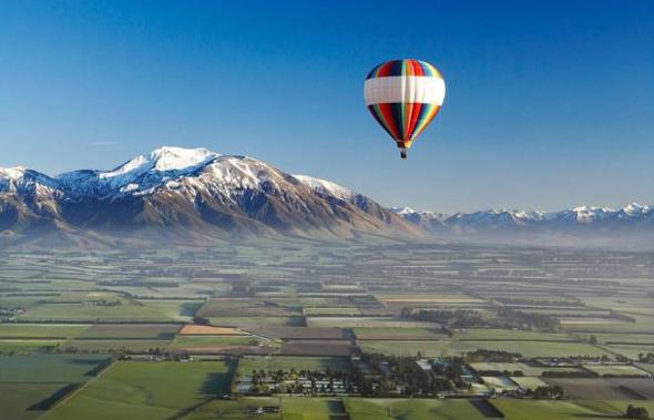 Eine abgehobene Art Neuseeland kennen zu lernen: Eine Ballonfahrt über den Canterbury Plains.