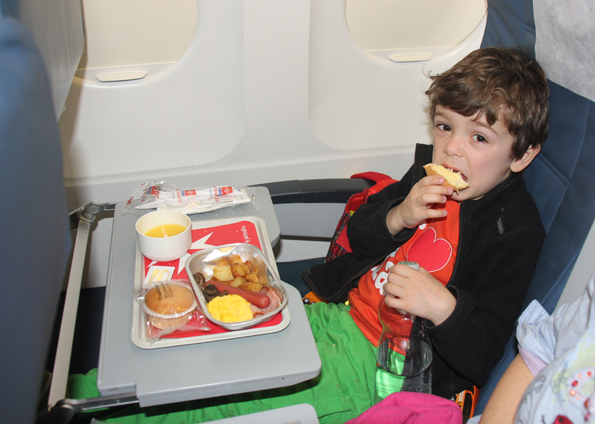 Mitunter fühlen sich Flugpassagiere von Kindern an Bord belästigt. (Foto: Karsten-Thilo Raab)
