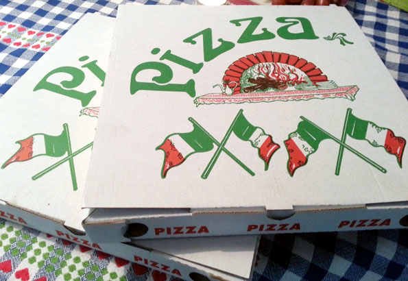 Grandiose Wandlung für den Pizzakarton: Von der Lebensmittelverpackung zum Sportgerät mit WM-Status. (Foto: Karsten-Thilo Raab)