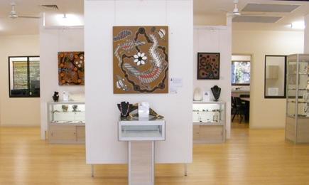 Im Bana Yirriji Art and Cultural Centre lässt sich die Kunst und Kultur der Ureinwohner Australiens hautnah erleben.