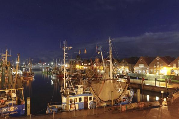 Stimmungsvoll nicht nur im Abendlicht: Der Hafen von Neuharlingersiel. (Foto: Udo Haafke)
