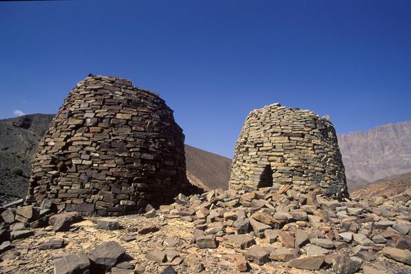 Die Grabstätten von Bat bestehen aus mehr als 150 Gräbern, Türmen und Grabsteinen. Einige von ihnen haben die Form von Bienenkörben. (Foto: Sultanate of Oman)