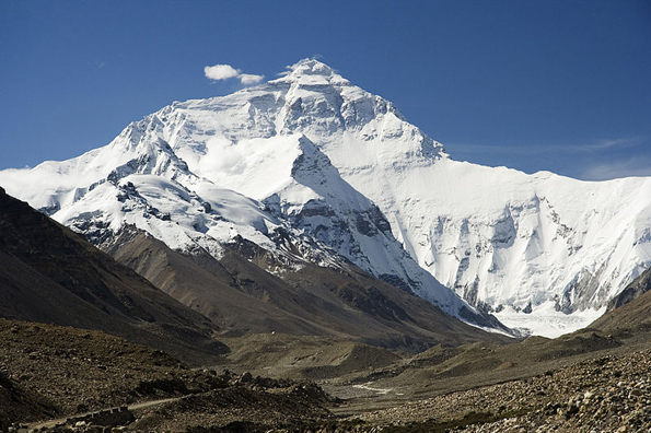Die Mutter aller Berge, der Mount Everest, von Tibet aus gesehen. (Foto: Luca Galuzzi)