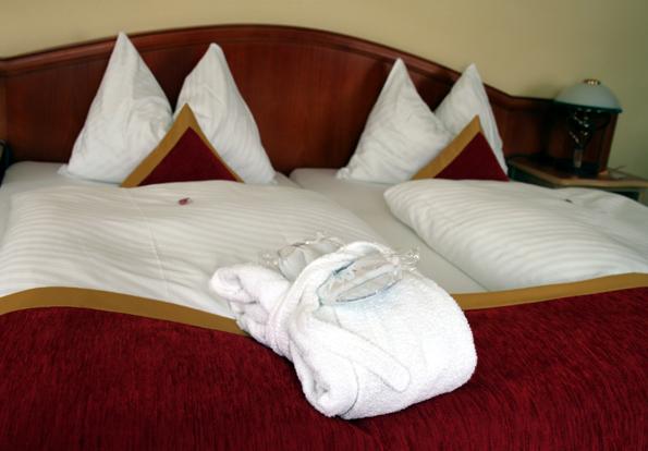 Hotelbetten sind nicht immer lupenrein: Bis zu 200 Gramm an organischen und anorganischen Partikeln lagern sich hier ein. Hinzu kommen Schweißverlustes von bis zu 1,5 Liter pro Gast und Nacht. (Copyright Karsten-Thilo Raab)