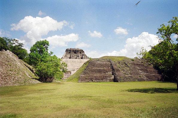 Die Maya Ruine in Xunantunich in Belize ist noch weitgehend komplett. Der in Noh Mul ging es mit dem Bagger an den Kragen. ( Foto Josh)