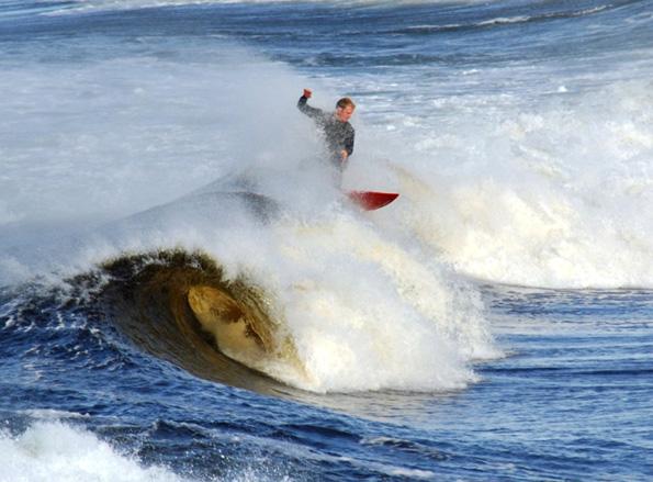 Das irische Bundoran avancierte im Sommer zum Mekka der Surfer aus aller Welt. (Foto: Tourism Ireland)