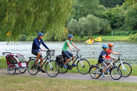 Die idyllischen Parkanlagen in Luxemburg laden zu Entdeckungstouren mit dem Drahtesel ein. (Foto: LCTO)