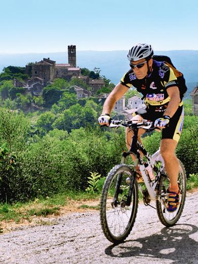 Auch Mountainbiker kommen auf der multinationalen Trasse voll auf ihre Kosten. (Foto: TV Istrien)