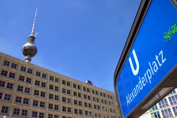 Liegt auf der Route der Stadtrundfahrt mit den Buslinien 100 und 200: Der Berliner Alexanderplatz. (Foto: Karsten-Thilo Raab)