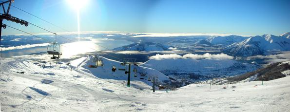 Besticht durch sein herrliches Panorama: Das Skigebiet am Cerro Catedral. ( Foto Gullebot)