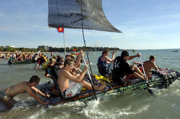 Ein ungewöhnlicher Spaßwettbewerb: Die Dosenbootregatta im australischen Darwin.