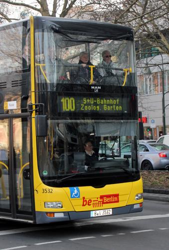Die preiswerteste Möglichkeit einer Stadtrundfahrt durch berlin: Fahrten mit der Linie 100 oder 200. (Foto: Karsten-Thilo Raab)