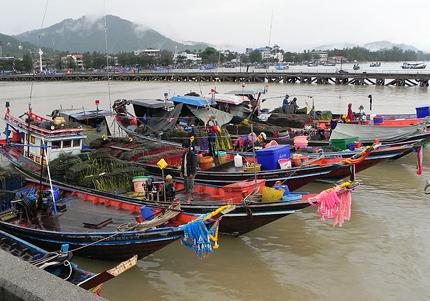 Fischerboote im Hafen von Nathon. (Foto Hajotthu)