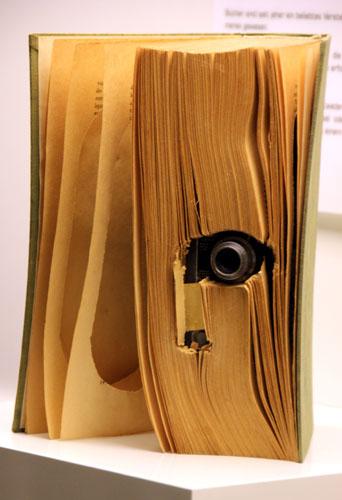 Vorsicht! Versteckte Kamera! Ein Buch als Tarnung. (Foto: Karsten-Thilo Raab)