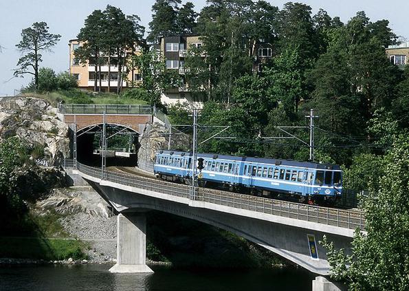 In der Roslagbanan in Stockholm zeigen Lokführer neuerdings Bein. (Foto: Falk)