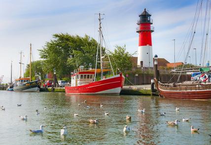 Maritimes Flair: Der Büsumer Leuchtturm feiert 2013 sein 100-jähriges Bestehen. (Foto: TMS Büsum GmbH)
