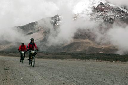 Einmaliges Erlebnis: Radeln im Schatten des Chimborazo.