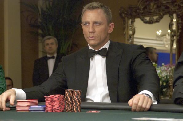 "In seiner Paraderolle als James Bond legt Daniel Craig in ""Casino Royale"" sein Pokerface auf. (Foto:  Foto Danjaq, LLC and United Artists Corporation and Columbia Pictures Industries)"