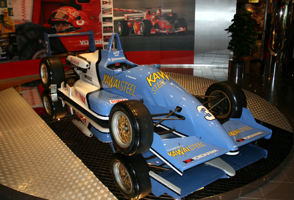 Ideal zur Einstimmung auf das Rennspektakel: Der Besuch des Grand Prix Museums von Macau, wo unter anderem ein Bolide von Michael Schumacher zu sehen ist. (Foto: Karsten-Thilo Raab)
