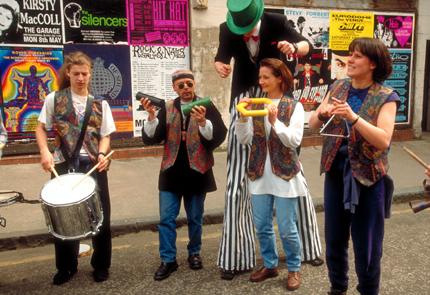 Beim Jazz Festival fungieren auch Glasgows Straßen teilweise als Bühne. (Foto: Visit Britain)