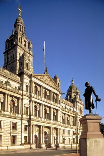 Einer der vielen architektonischen Blickfänge in Glasgow: Die City Chambers. (Foto: Visit Britain)