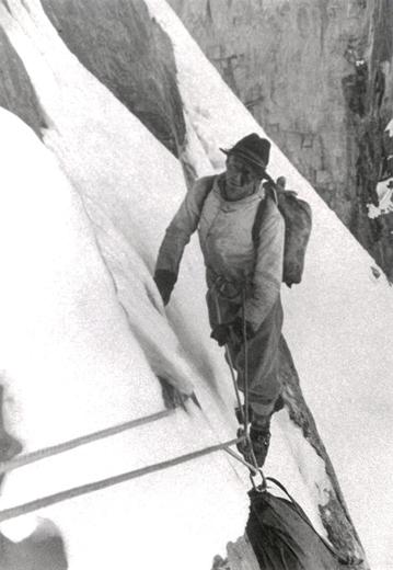 Pionier Harrer beim Aufstieg an der Eigernordwand.