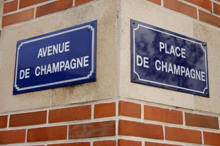 Champagner prägt selbst die Straßennamen in Epernay. (Foto: Udo Haafke)