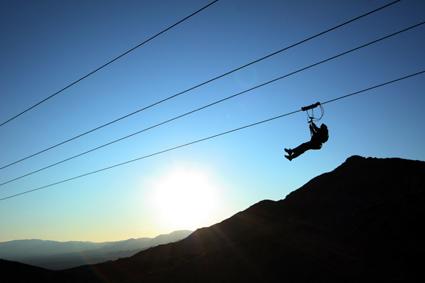 Drahtseilakt: Zip-Lining über dem Bootleg Canyon. (Foto Dieter Shane)