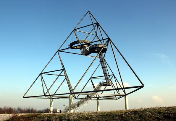 Bottrops Landmarke, der Tetraeder, lässt sich jetzt im Laufschritt erobern. (Foto: Karsten-Thilo Raab)