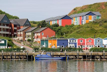 Verträumt, fast schon ein wenig skandinavisch muten einige Häuserzeilen auf Helgoland an. (Foto: Karsten-Thilo Raab)